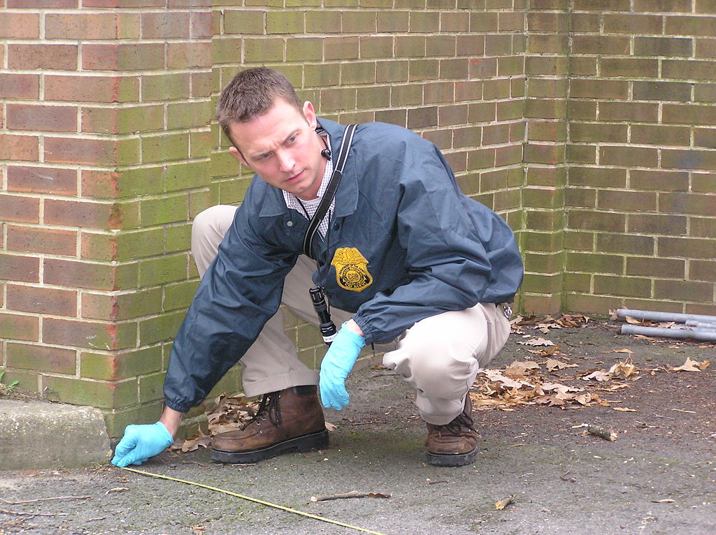 figure 1 criminal investigations - Description Of A Crime Scene Investigator